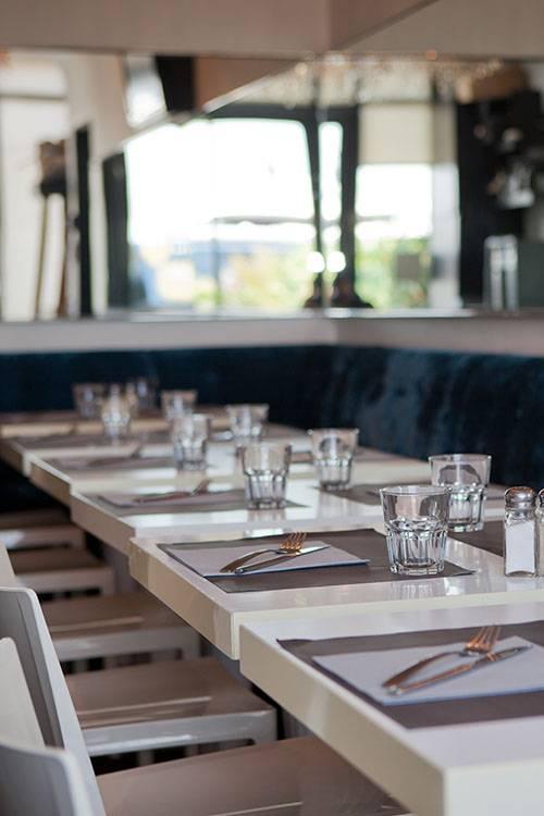 Le Restaurant - Brasserie du Port Om Café - Vieux Port Marseille